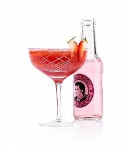 Flasche Thomas Henry Blossom Tonic und Cocktail Red Butterfly
