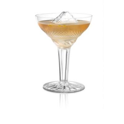 Der Cocktail Clarita Barcadi mit Eiswürfeln