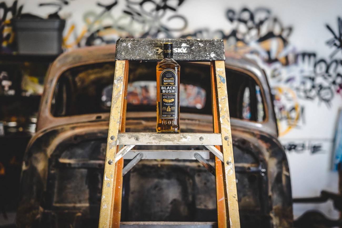 Flasche Bushmills auf Leiter