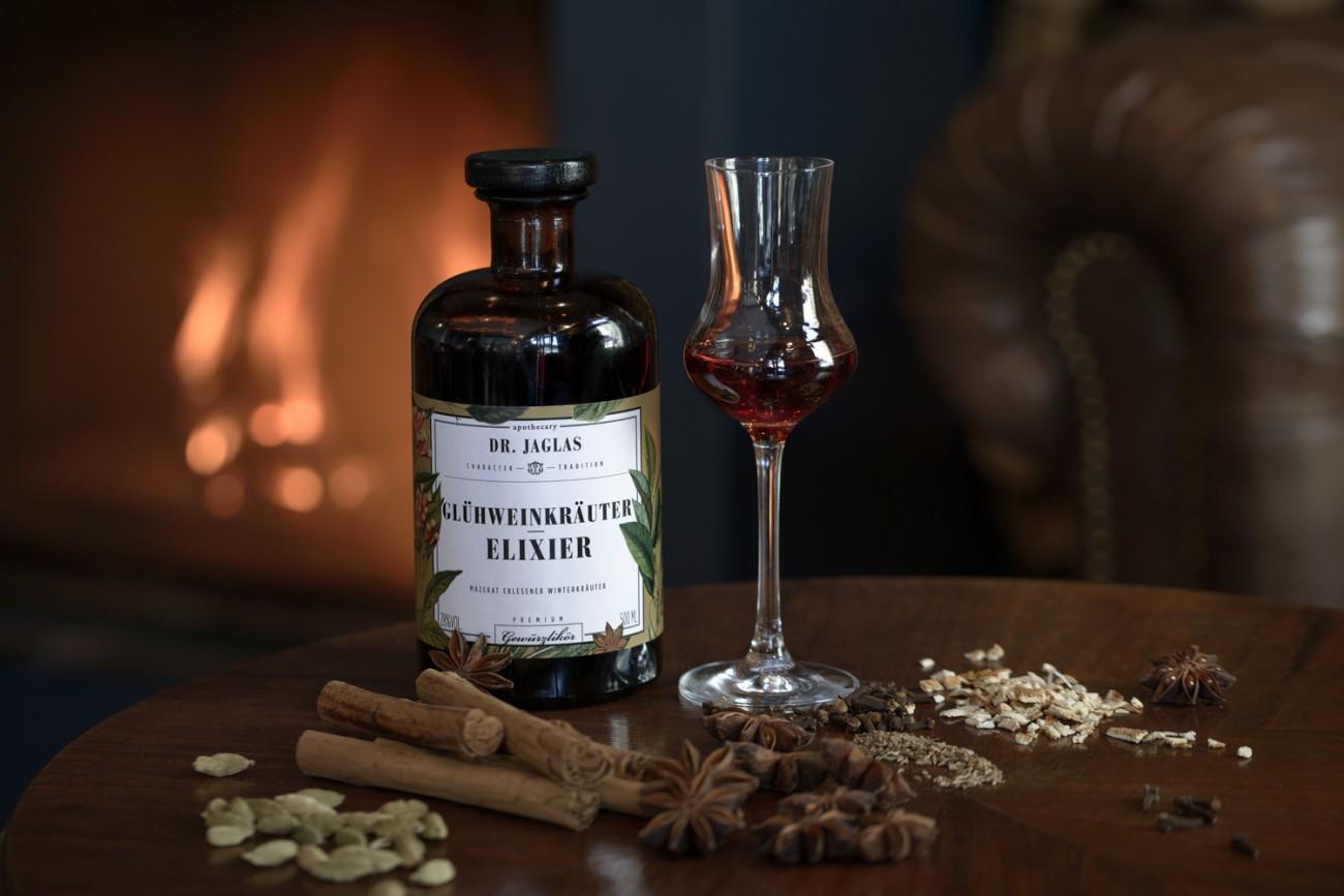 Flasche Dr. Jaglas Glühweinkräuter-Elixier