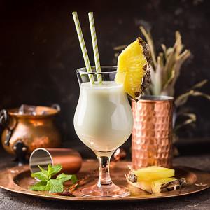 Pina-Colada, serviert in einem klassischen Pina-Colada-Glas
