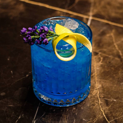 Blue Edition: blauer Cocktail