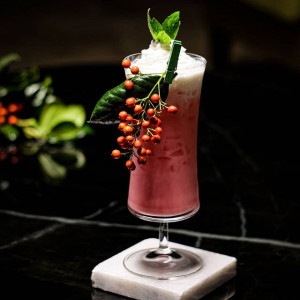 Flamingo feather: roter und cremiger Cocktail