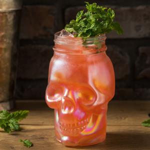 Zombie: Cocktail garniert mit Minze