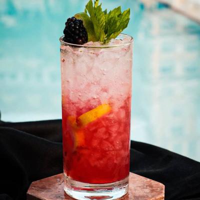 "Der Cocktail ""The Black Bellow"""