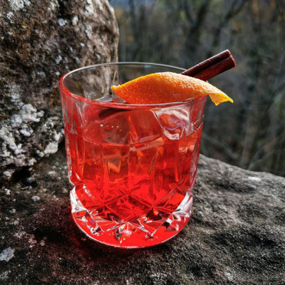 "Der Cocktail ""The Cinnamon Teqroni"""