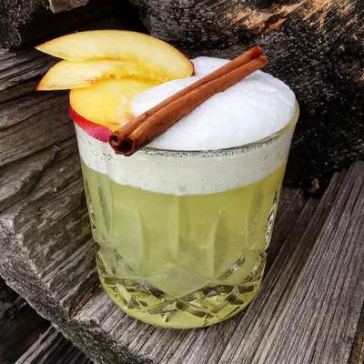 "Der Cocktail ""The Nectarine Whiskey Sour"