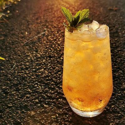 """Der Cocktail """"The Whiskey Orange Fizz"""""""